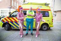 De mannen en vrouwen van de Amsterdamse Ambulance Dienst mogen ook wel eens in het zonnetje gezet worden, gelukkig waren zij voor ons feestje niet nodig