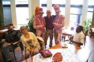 Van links naar rechts, Mario Delaat, Els van der Eem (die uit het beeld wil blijven) Robert en Thom (Gebroeders Grimm) met Ollie Peeters in hun midden en Roble